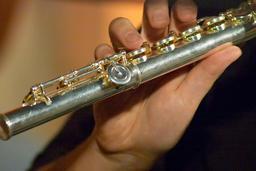 man playing transverse flute 사진