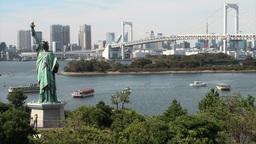 Statue of liberty, replica, Rainbow bridge, skylin Stock Video Footage