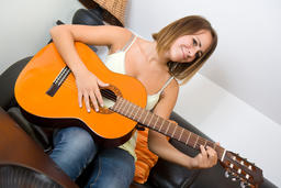 girl playing guitar フォト