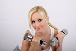Blonde woman with 2 dumbbells, fitness training 相片
