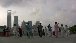 Skyline Shanghai, tai chi Stock Video Footage