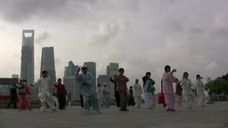 Skyline Shanghai, tai chi Stock Video Footage