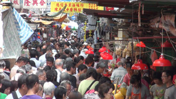 Busy, crowded street market in downtown Kowloon in Stock Video Footage