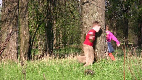 children run around tree Stock Video Footage