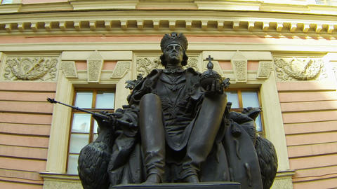 Monument to Emperor Paul I in yard of the Mikhailovsky... Stock Video Footage
