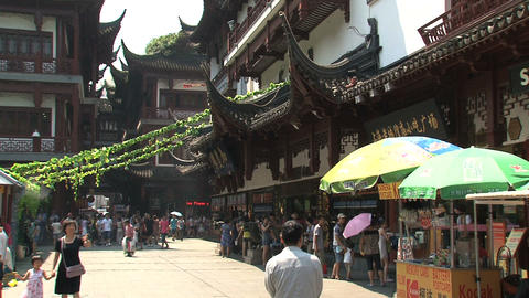 Tourism in yuyuan garden Stock Video Footage