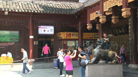 Tilt houses Yuyuan garden Stock Video Footage