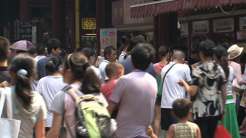 Chinees crowd at Yuyuan garden Stock Video Footage