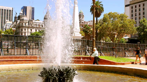 Plaza 25 mayo in Buenos Aires, Argentina, monument and fountain Footage