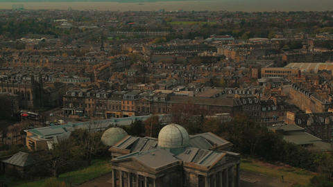 Closeup panoramic view of the old town of Edinburgh in… Stock Video Footage