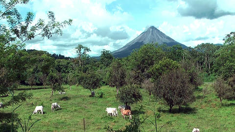 volcano arenal in costa rica Stock Video Footage