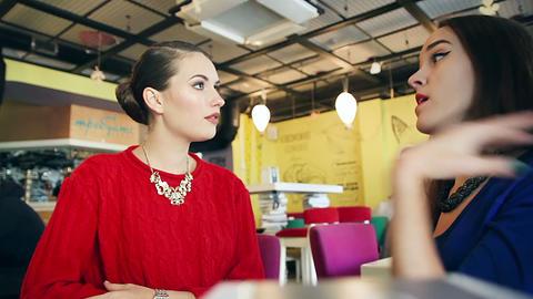 Two female friends enjoying evening coffee ビデオ