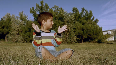 boy claps his hands Footage