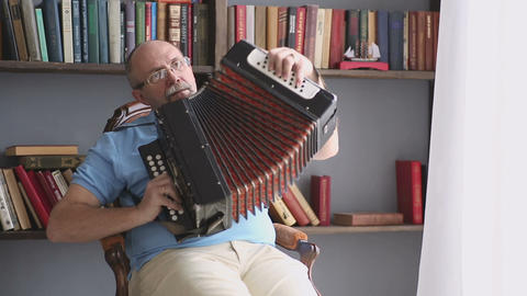 Playing the accordion Live Action