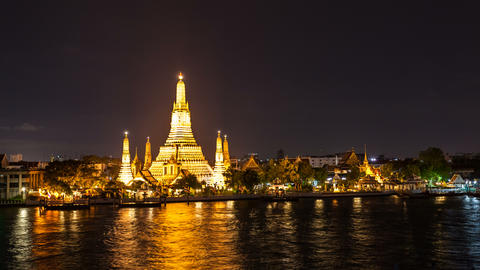 4K - TEMPLE OF DAWN AT NIGHT - Bangkok Timelapse stock footage