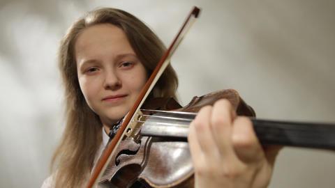 Teenager violinist Stock Video Footage