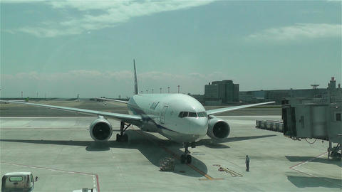 Tokyo Haneda Airport 16 ana flight arriving Stock Video Footage