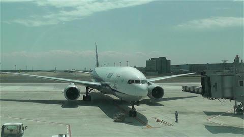 Tokyo Haneda Airport 16 ana flight arriving Stock Video Footage