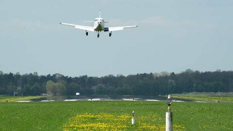 privat airplane landing 10911 Live Action