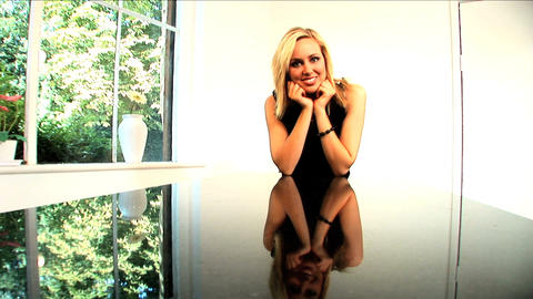 A portrait of an attractive blonde businesswoman Stock Video Footage