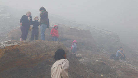 Tourists at crater Ijen Volcano Archivo