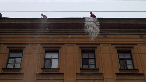 Workers clean the roof from snow Stock Video Footage