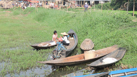 Boats at the Ywama market Stock Video Footage