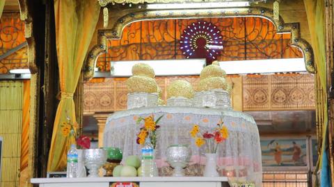 Buddhas inside Phaung Daw Oo pagoda Stock Video Footage