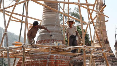 Restoration work in Takhaung Mwetaw Paya pagoda, Inle lake Stock Video Footage