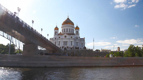 Travel along Cathedral of Christ the Saviour in Moscow Stock Video Footage