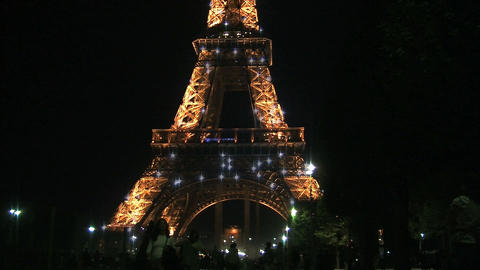 Eiffel tower at night from blur to focus Stock Video Footage
