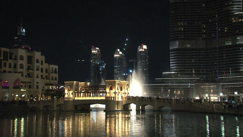 Burj Khalifa tilt to Dubai fountain Stock Video Footage