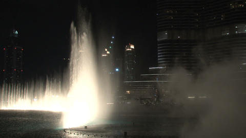 The Dubai Fountain and Burj Khalifa tilt Stock Video Footage