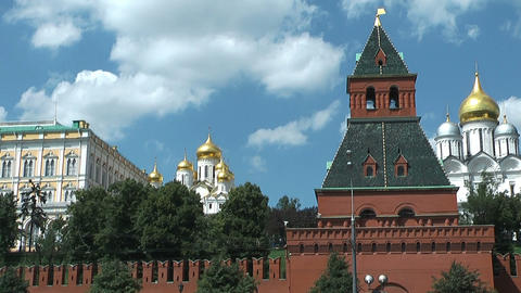 passing moscow kremlin on moskva Stock Video Footage