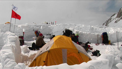 Camp 4 on Denali climbers hanging out Stock Video Footage