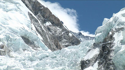 Pull back from Khumbu icefall Stock Video Footage