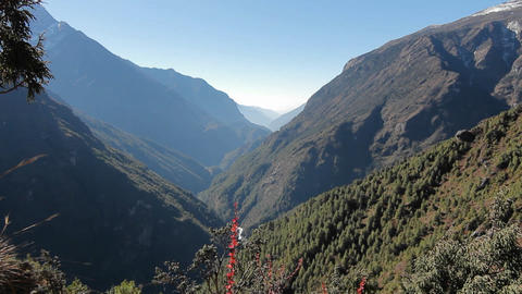 Reveal of valley in Himalayas along basecamp trek Stock Video Footage