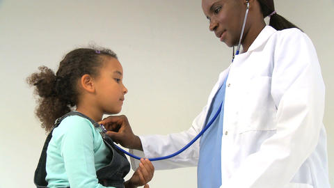 A female pediatrician listening to a child`s breathing Stock Video Footage