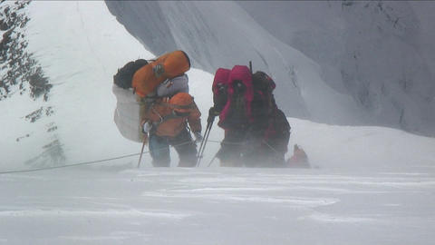 Climbers battered by strong winds Footage