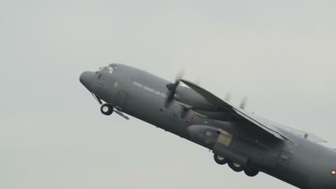 Lockheed C 130 J Super Hercules emergency take off Footage