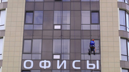Man washes the windows of office building 2 Stock Video Footage