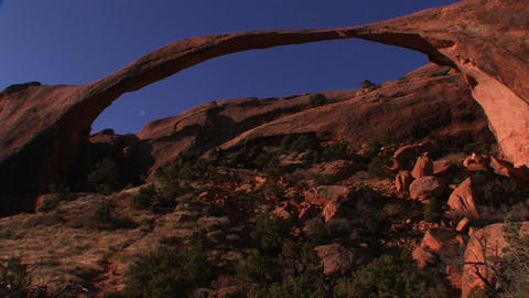 The beautiful delicate arch spans across Utah's Ar Stock Video Footage