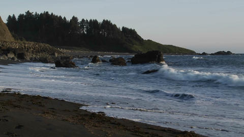 Rough weather and waves along the Oregon coast Stock Video Footage