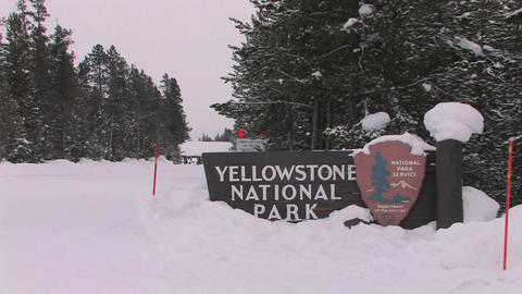 The entrance to Yellowstone National Park in winte Stock Video Footage