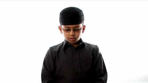 A young boy prays while wearing a tight fitting ha Stock Video Footage