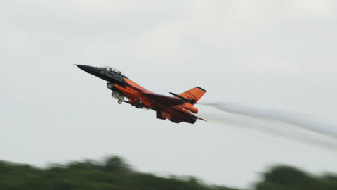F 16 Figthing Falcon emergency take off 10955 Stock Video Footage