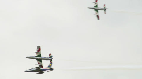 Frecce Tricolori fomation split 10985 Stock Video Footage