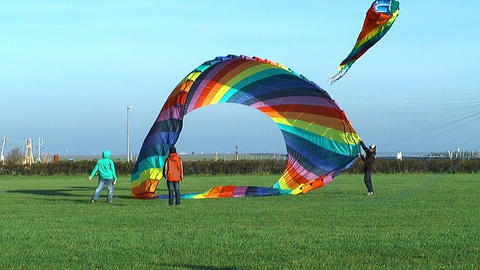 starting a big kite Stock Video Footage