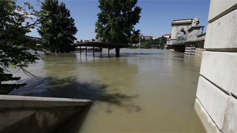 2013 Flood Budapest Hungary 28 chain bridge Footage