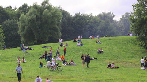 People have a rest at the Colomenskoe park Stock Video Footage
